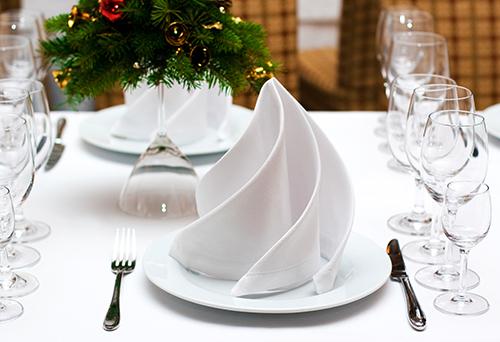 festlich gedeckter Tisch